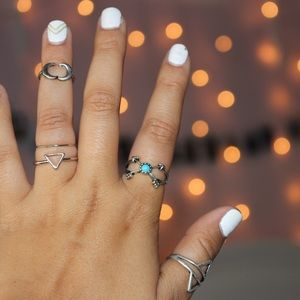 Jewelry - Set of 5 Silver Rings